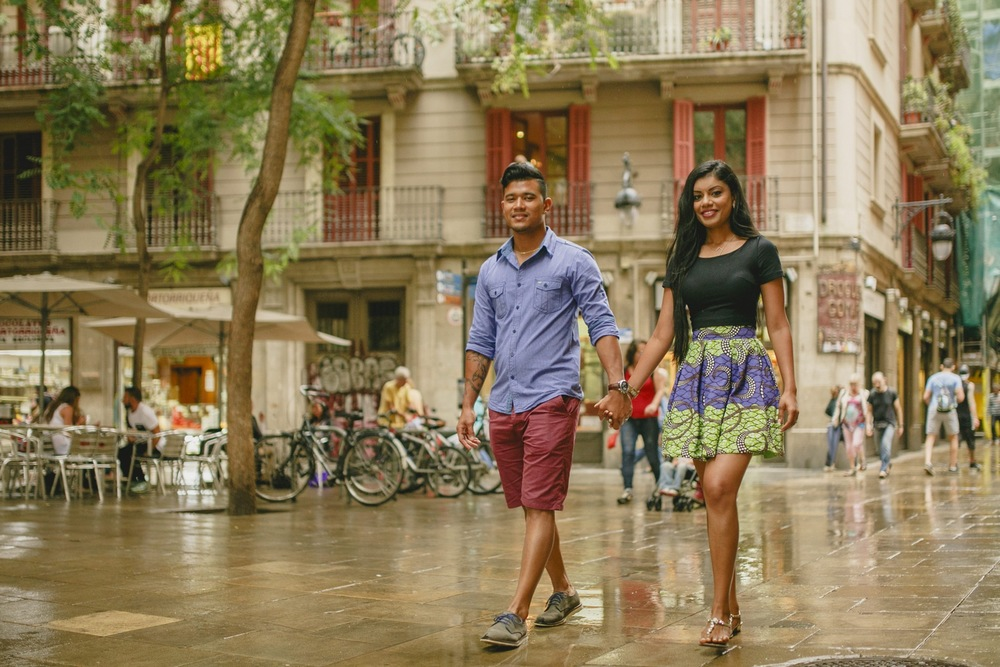 Honeymoon Shoot in Barcelona | Barcelona Vacation Photographer