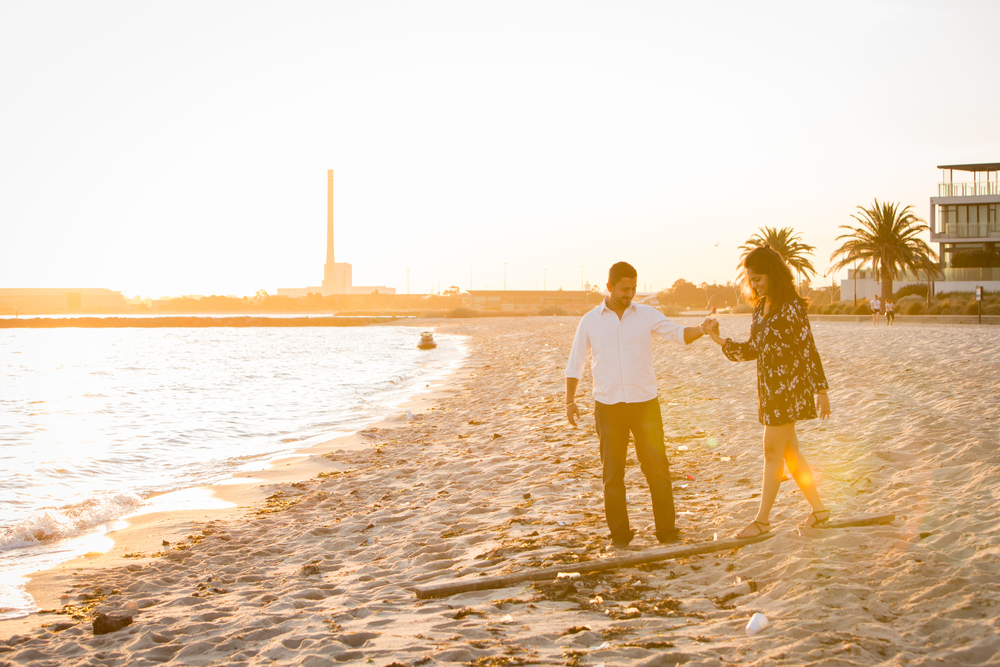 FLYTOGRAPHER Vacation Photographer in Melbournehttp://www.flytographer.com/blog/beachy-engagement-celebration-melbourne-vacation-photographer