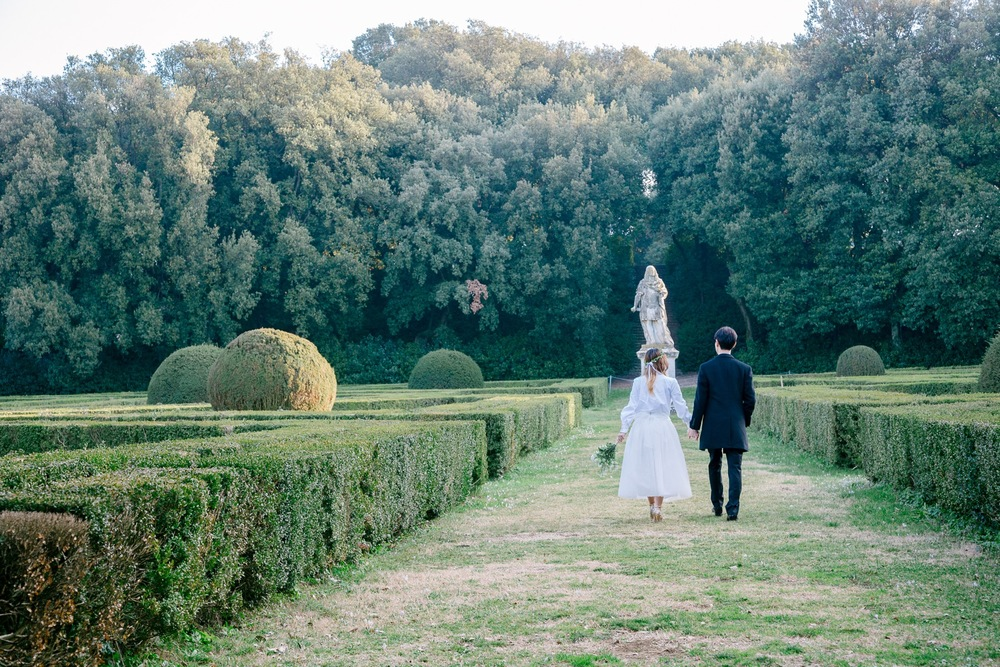 A Beautifully Rustic Honeymoon Shoot in Tuscany | Tuscany Vacation Photographer