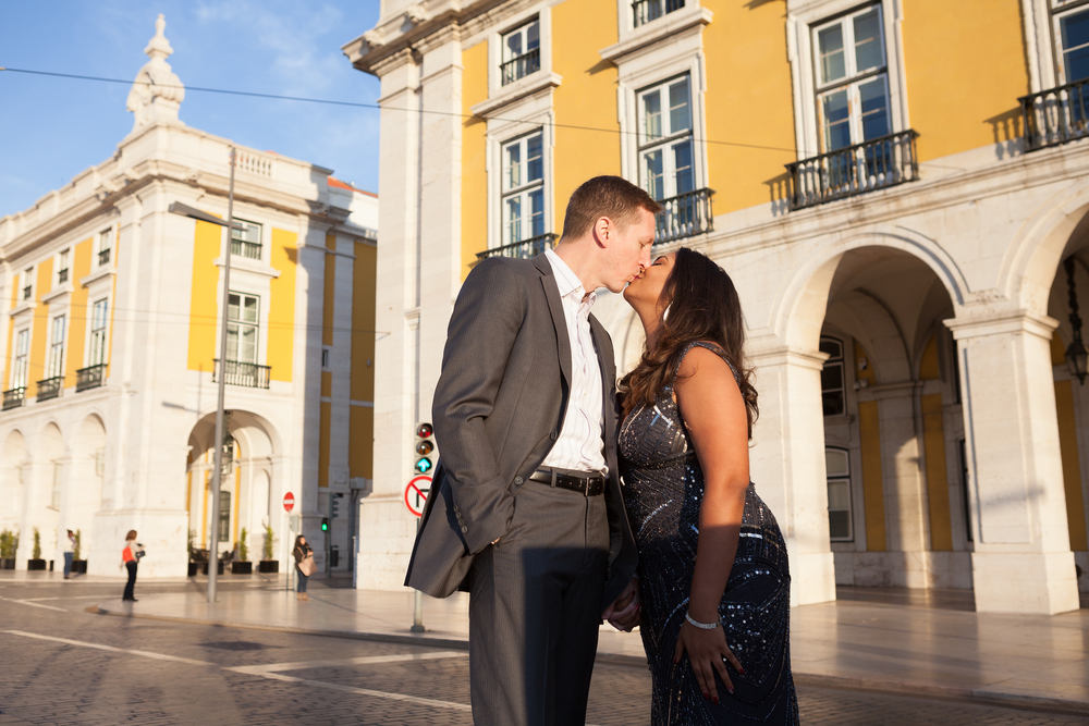 http://www.flytographer.com/vacation-photographers/2013/12/23/your-vacation-photographer-in-lisbon-meet-goncalo