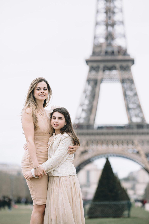 paris-mother-daughter-vacation-photographer
