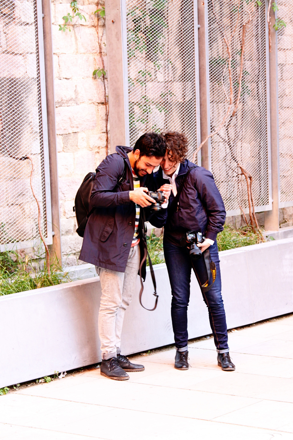 Roberta checking out her poses on Gonçalo's camera. Captured by Michelle