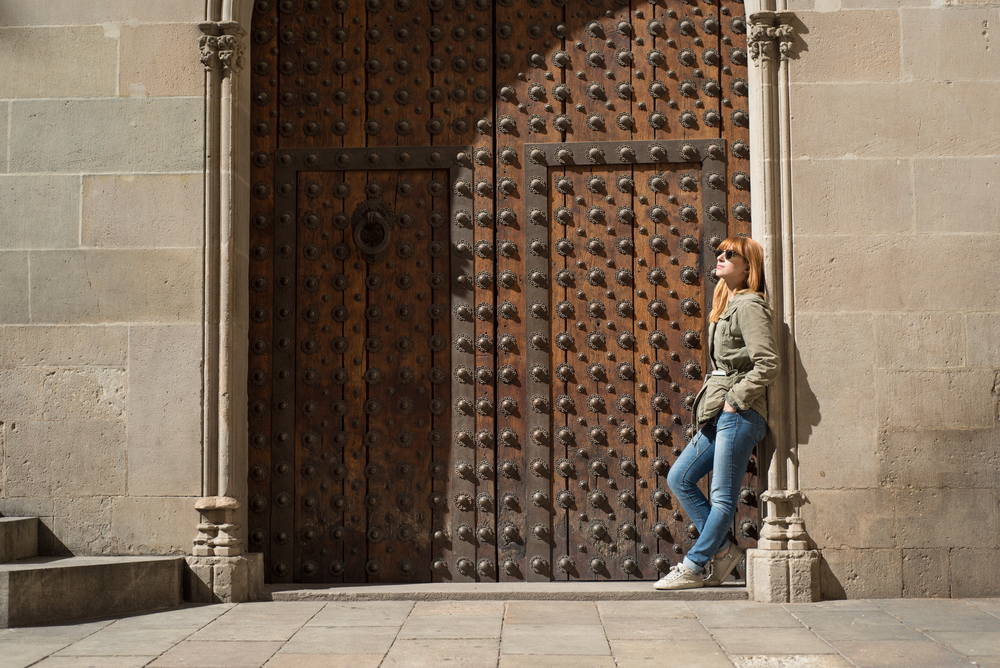 Serena from Venice posing in an interesting doorway on the Gothic Quarter Tour. Flytographer: Francisco