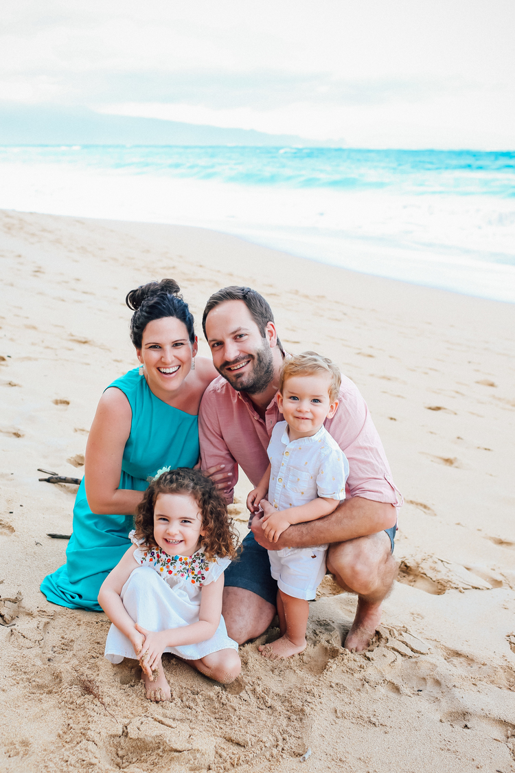 Flytographer:  Naomi in Maui  (Blog post  here )   This family used the warm colours of the sand and the vibrant blues and whites of the ocean to coordinate their outfits.