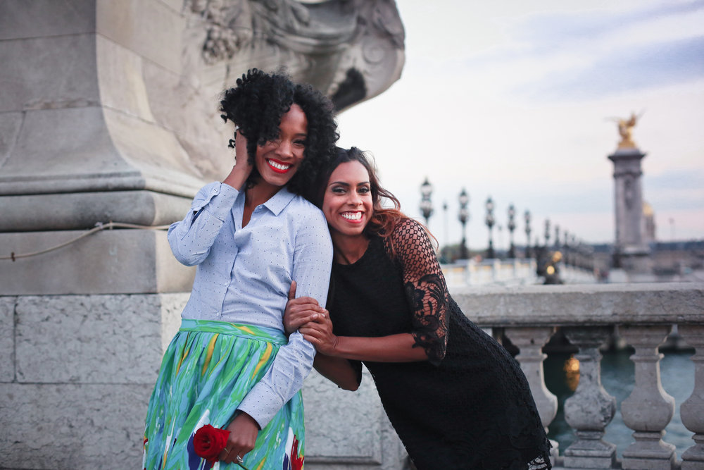 best friends trip paris vacation photographer flytographer