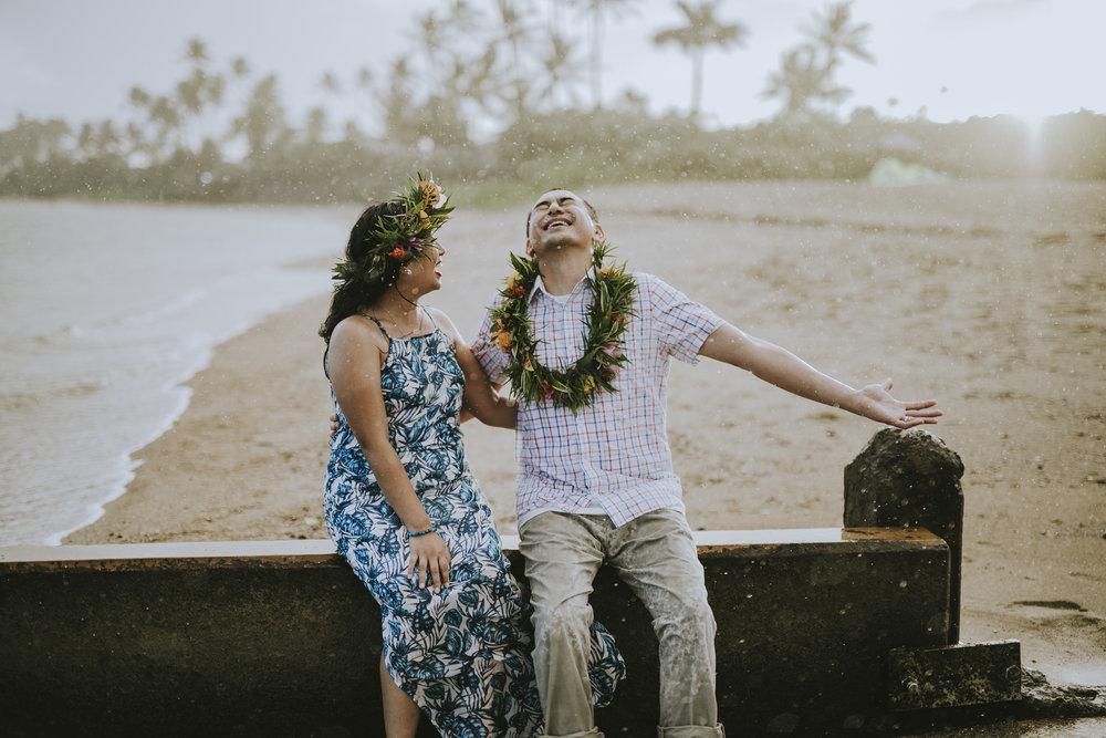honeymoon vacation photographer honolulu flytographer
