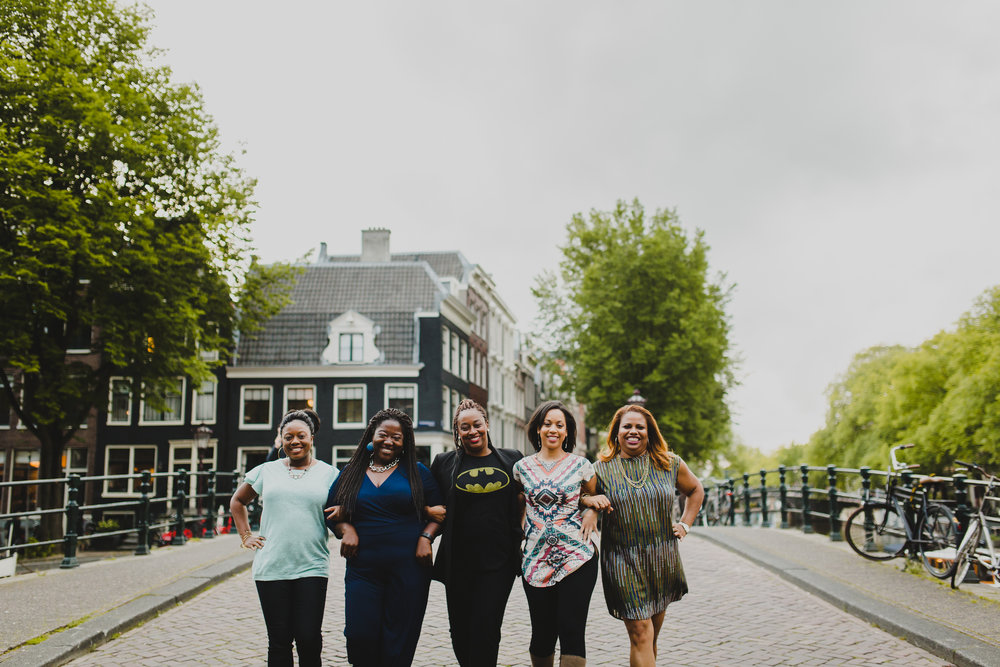 friends vacation photographer amsterdam flytographer