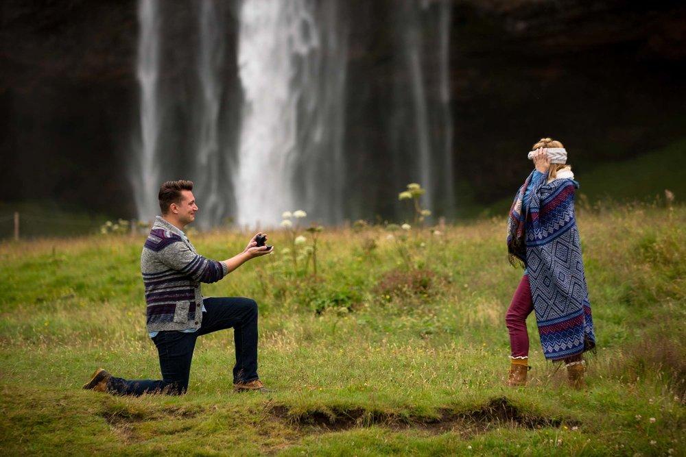 Reykjavik+proposal+photographer.jpeg
