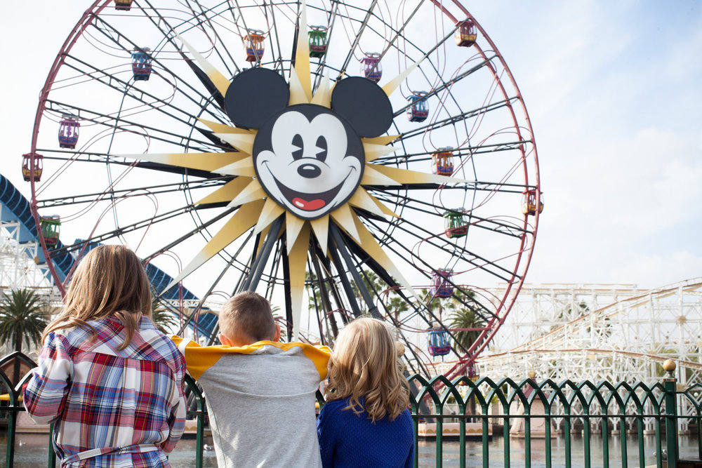 FLYTOGRAPHER | Your Vacation Photographer in Disneyland - Samantha