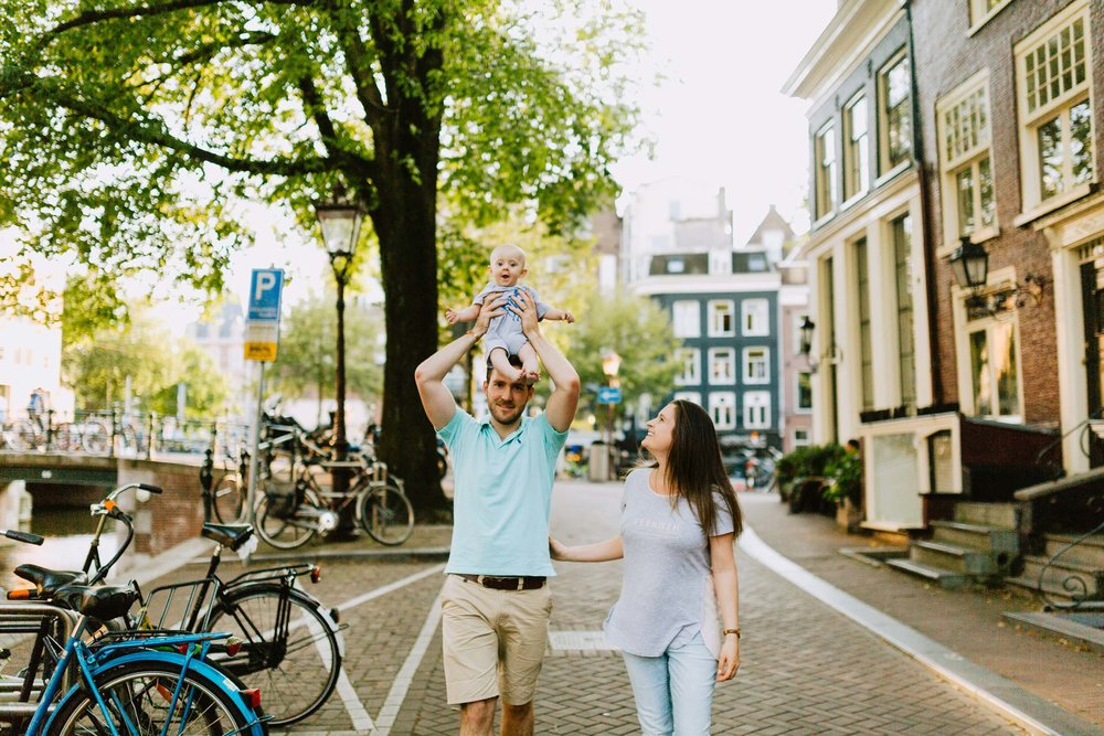 The Hiemstra family in Amsterdam Flytographer Nadine