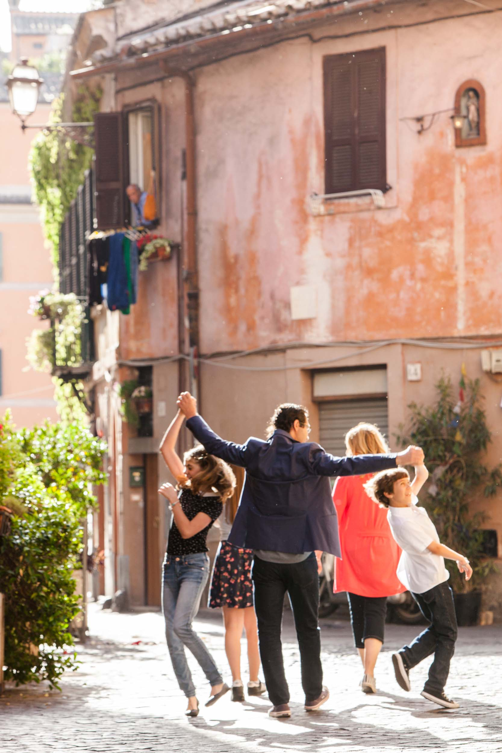 The Mauti-Boni family in  Rome    Flytographer Guido