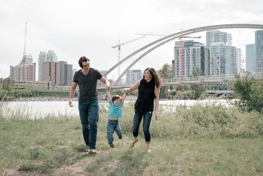 FLYTOGRAPHER Vacation Photographer in Calgary - Lyndsay