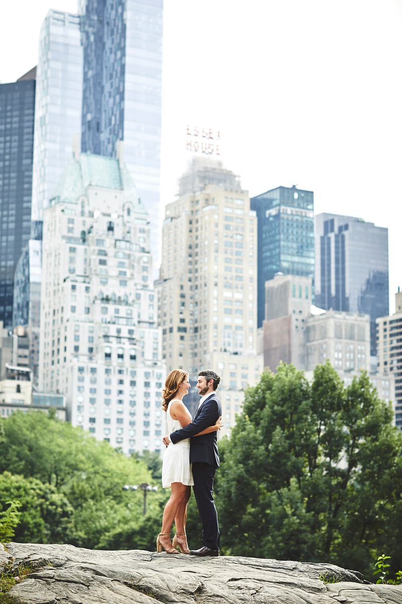 5 Reasons Why a Flytographer Gift Card makes the Perfect Gift this Wedding Season | Hire a Vacation Engagement Honeymoon photographer with Flytographer