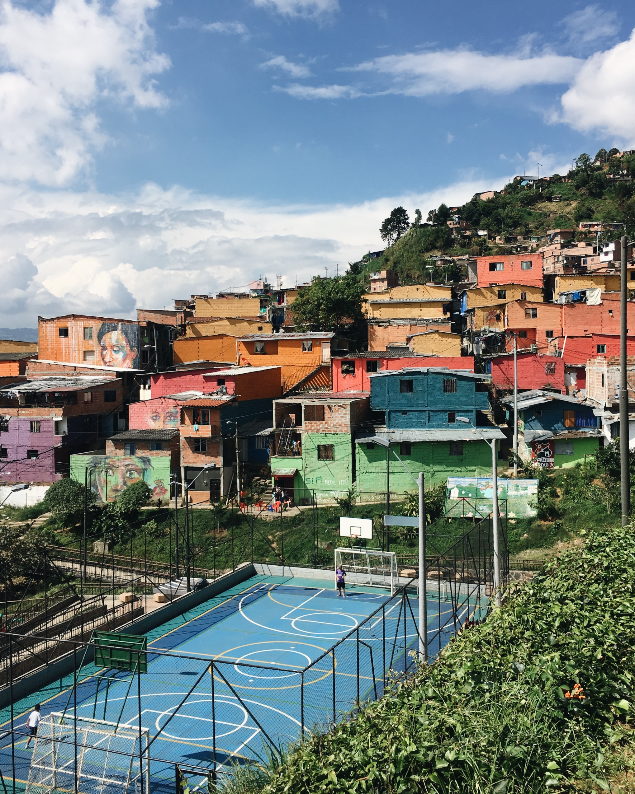 View of colourful Comuna 8 from the start of the Camino De La Vida hiking trail.