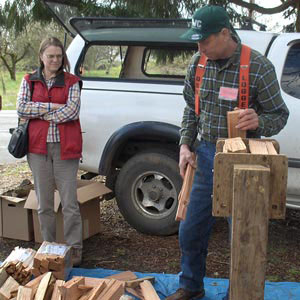 Hal & Elin demonstrate how to use a firewood bundler.