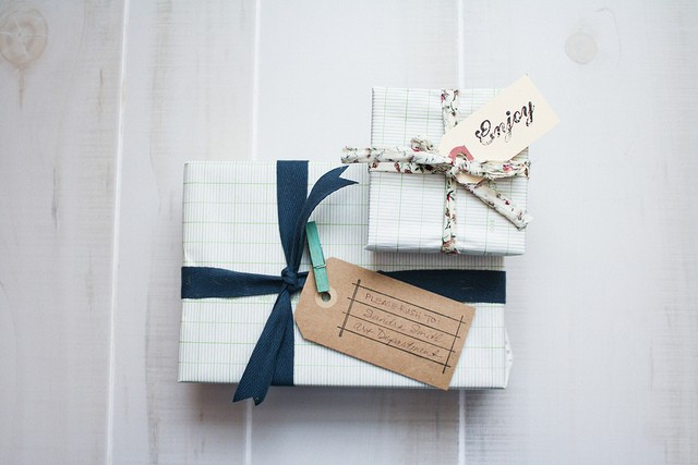 wonderfully artful wrapping with ribbon (from  olive manna ).