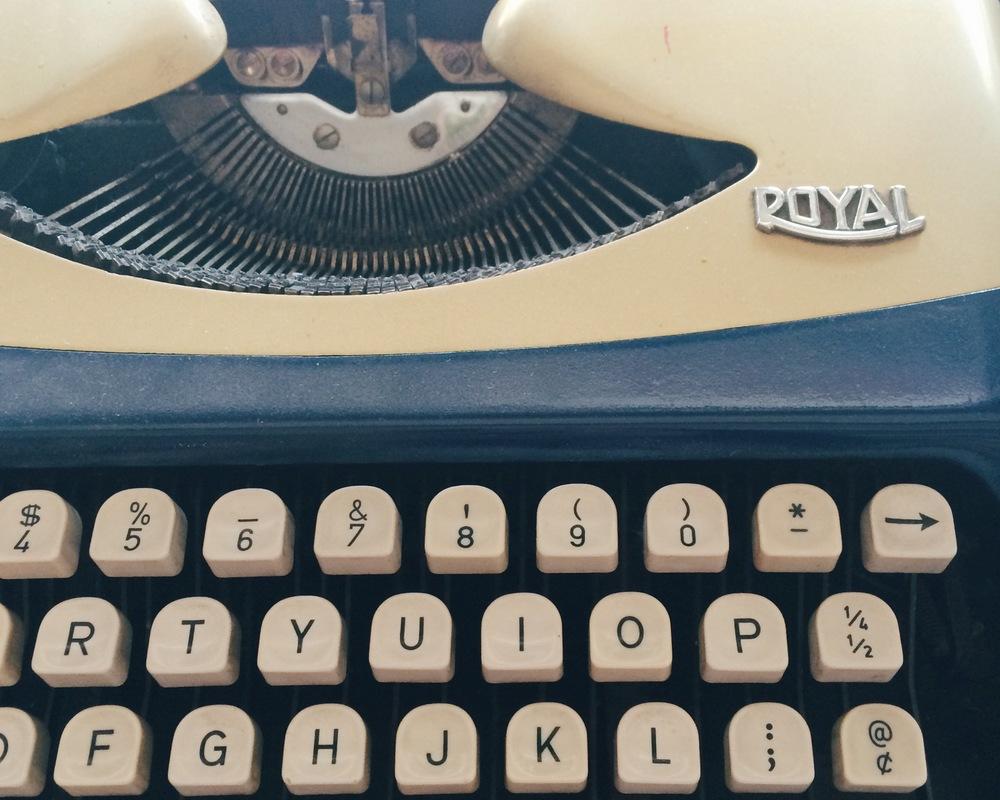Royal typewriter / photo by Paper & Type