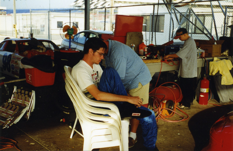 1999-08-GT1@Daytona-SuitingUp.jpg
