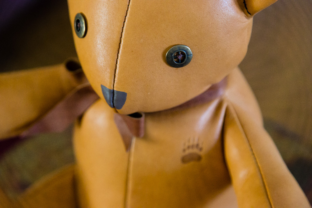 Handmade Classic Leather Bear-Detail