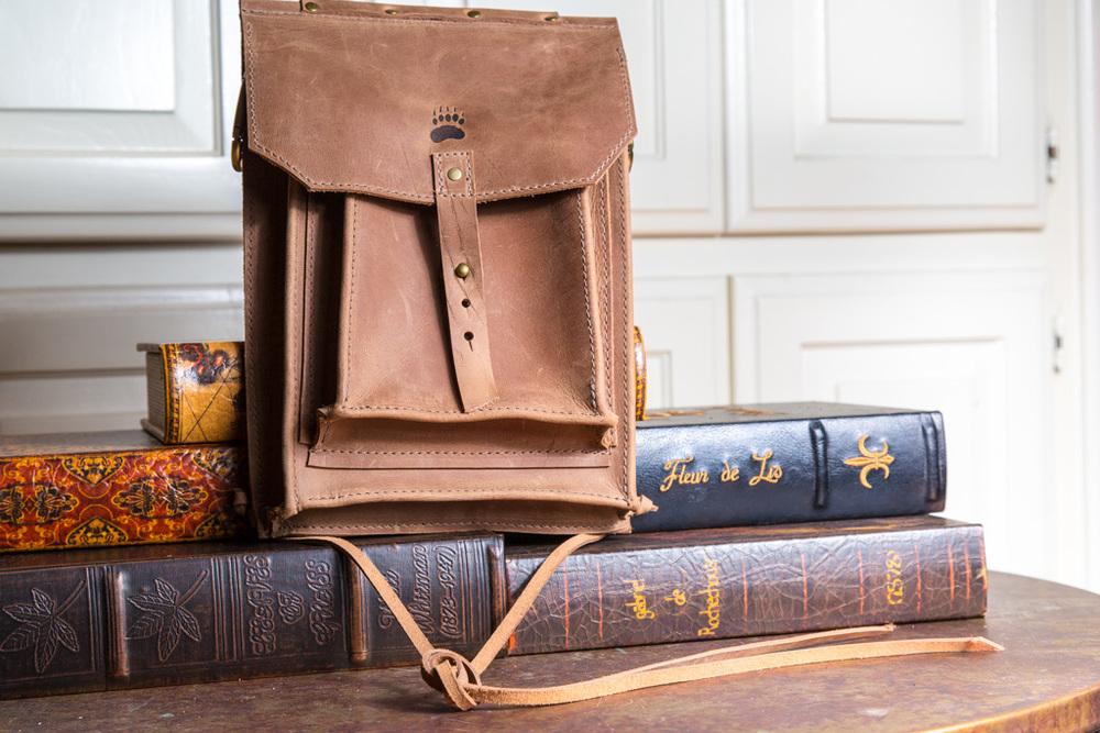 Hip bag with exterior pocket