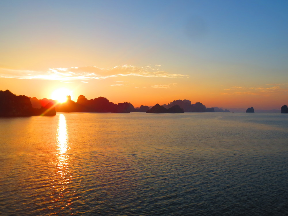 vietnam - click to sail down Halong Bay ending in Hanoi gastronomic fantasies