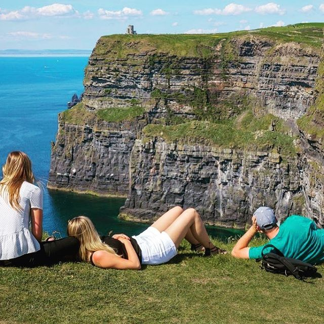 Ireland welcomed a record 10.6 million visitors last year, according to latest figures from @csoireland  More: http://bit.ly/2sWKnhO . . . . #TT2D #topthings2do #travel #instatravel #tourism #ireland #cso