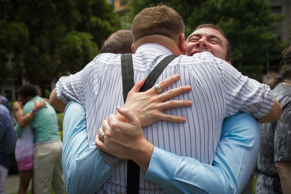 hugs-101-gay-weddings