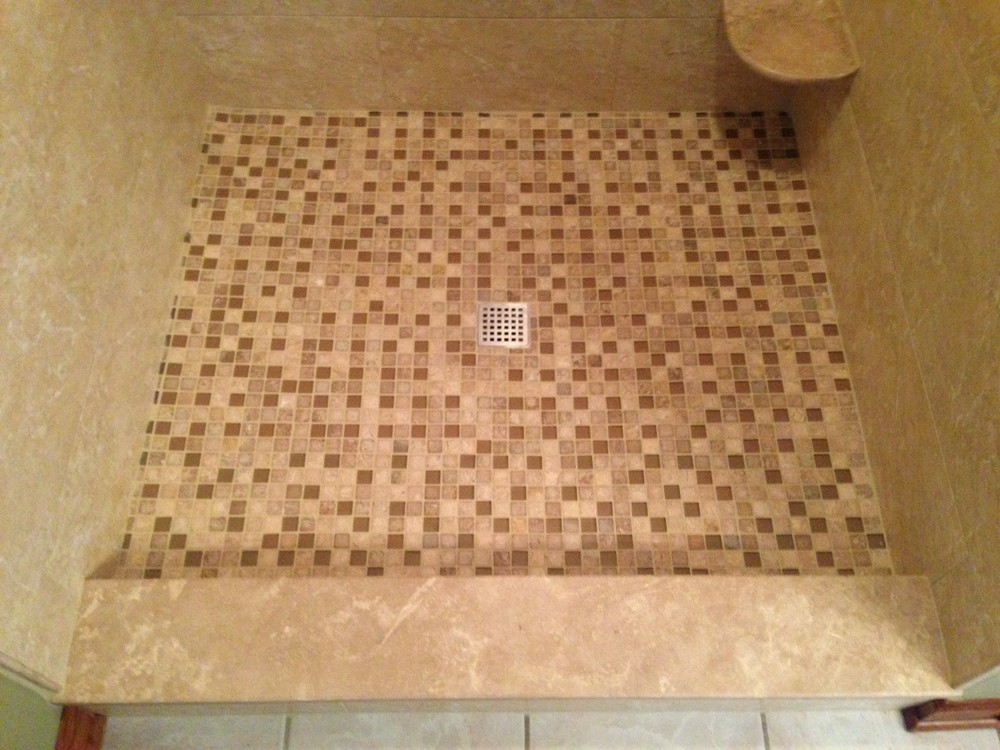 "1"" x 1"" travertine with glass accents"