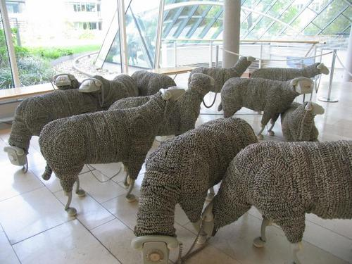 What???  Phone cord sheep.    Fotos - Arte - Ovejas Telefónicas (via Craft)