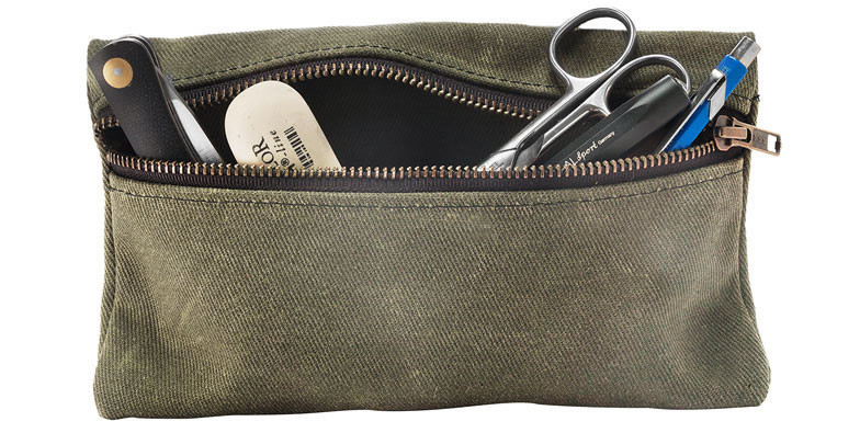 Love waxed canvas and chunky zippers, and pouches of all shapes and sizes. This is definitely a win.   (via  Zippered Waxed Canvas Pouch - Kaufmann Mercantile Store )