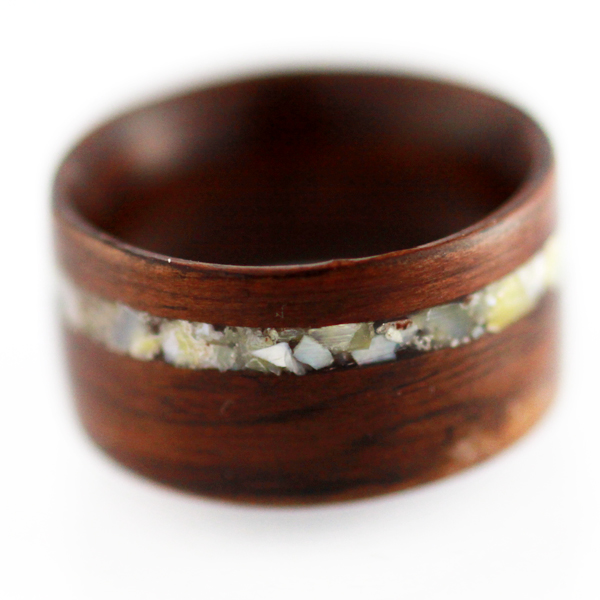 My next ring will be wood.  I think this site is great.  Wish I would have known about them 4 years ago.  Chicago-local.   (via  Handcrafted Wooden Rings from Simply Wood Rings )
