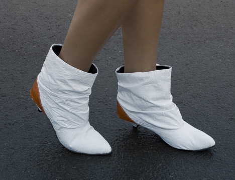 I'd really like to try my hand at making a pair of these.  This particular pair is by a Chilean industrial design student who is taking orders…    Seriously Cool Boots from Recycled Plastic Bags : TreeHugger