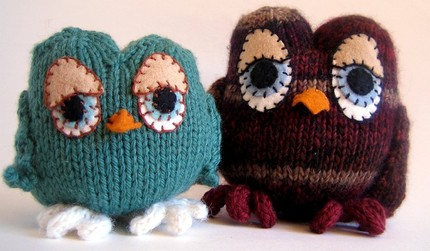 Great owls - I think I'd make a little flock of these if I had the pattern.  Its reasonably priced for a knit animal ($6), I'm just not sure when I'd have the time to make them.  This Etsy seller - caffaknitted - also has a hilarious Yetti pattern up for grabs.    Etsy :: caffaknitted :: Knitting pattern for Miss A. Rabica and Mr. P. Berry