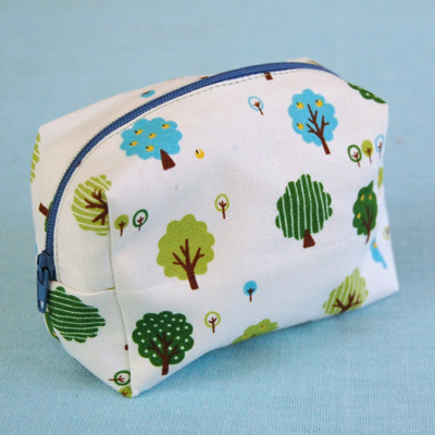 A tutorial on how to make a small zippered pouch - looks like a simple project just waiting for some fun fabric.     From Three Bears blog