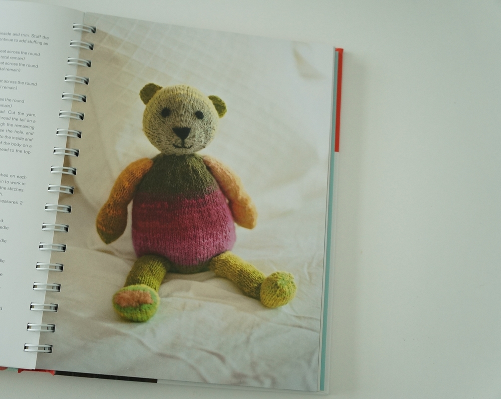 And how can you do a review on a knitted toy book without showing a teddy bear?