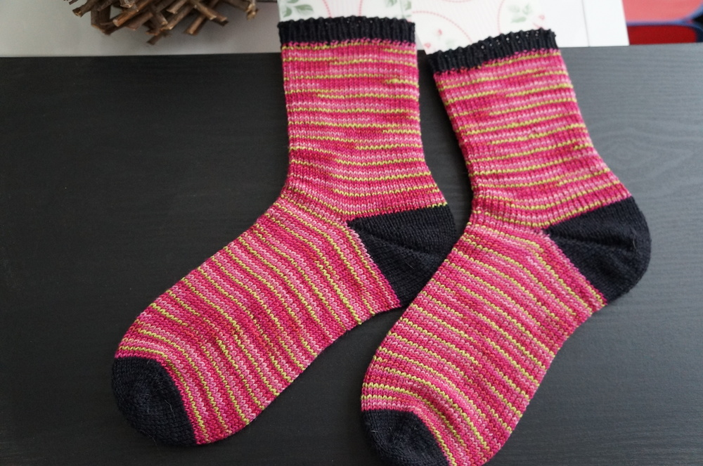 "Plain socks with Fish Lips Kiss Heel, in Shibui Sock ""Orchid"" colorway & Kroy Sock Yarn ""Black"" colorway"