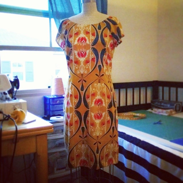 I showed this few days ago, I made this simple sheath dress out of rayon challis from fabric.com