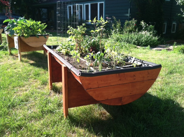 Large planter in July with plants (1).JPG
