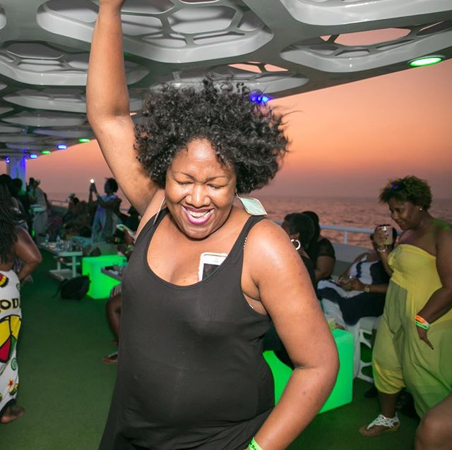 Yacht Party! #AmiraInspired #DubaiBlackOut #FridayFundamentals #Nomadness #Travelnoire #naturalhair #teamnatural #melanin #blackwoman #blackjoy #photography  #eventphotography #travelphotography #tqdubai #streetphotography  #glamour  #essencemag  #ebonymagazine  #BuyInForTheWin #Chosen500 #PushaKeeCuzzins #YouCantSitWithUs  #BookDatIsht #tqdubai