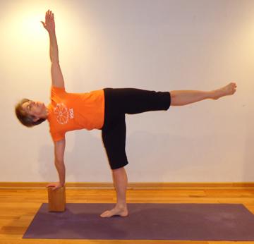 Yoga pose Ardha Chandrasana.jpg