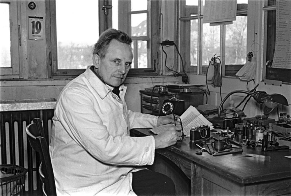 Oskar Barnack at his workplace – Julius Huisgen, 1934