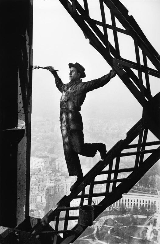 Le Peintre de la Tour Eiffel – Marc Riboud, 1953