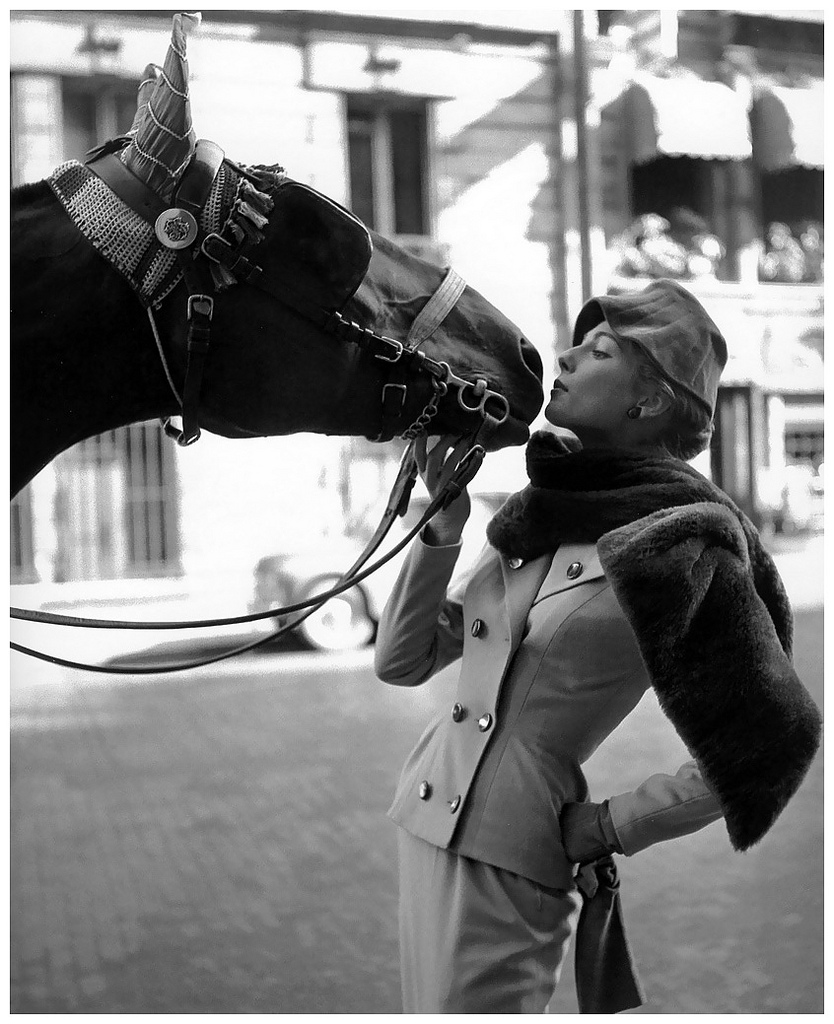 Fiona Campbell Walter with the Hackney Horse, pour ELLE Winter Collection Marc Bohan, Paris (1953) by Georges Dambier