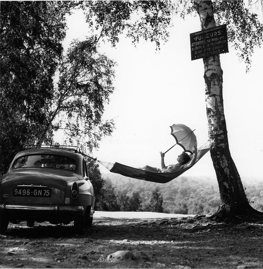 Robert Doisneau,Paulette Dubost pose pour Simca, 1959
