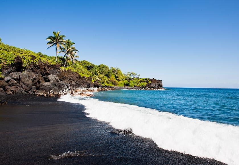 wainapanapa-black-sand-beach-840x580.jpg