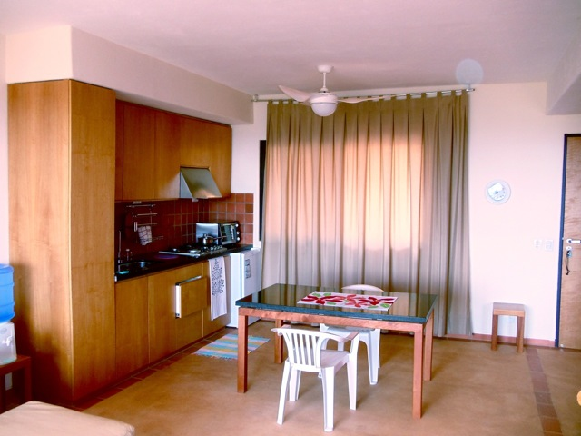 Alegria, kitchen & dining area