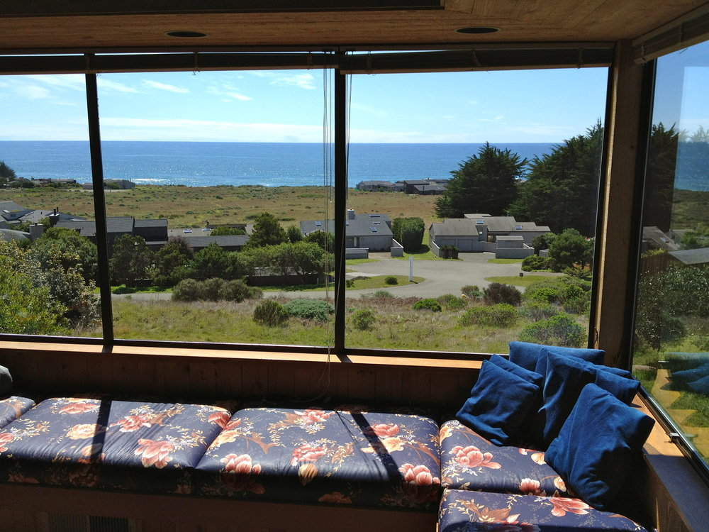 Bella-Vista_at_Sea-Ranch_expansive_window-seat.jpg