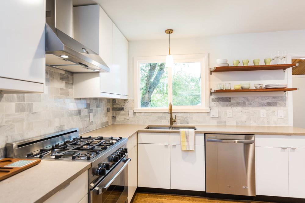 3208 Cherrywood Austin Mid Century Modern Kitchen With Bertazzoni Range,  Shitake Caeserstone Countetops, Carerra
