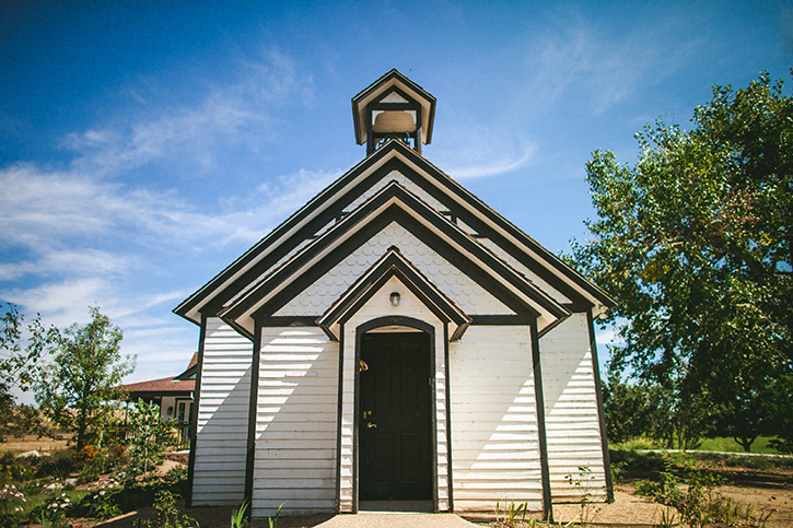 Colorado Wedding Photographers Chapel