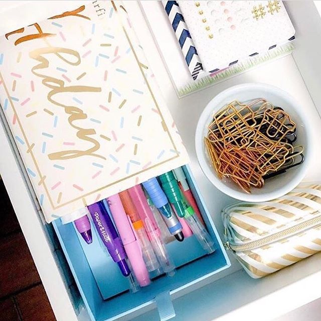 Hey, sugar! Can't part with @sugarfina's pretty little HBD Bento Box? 🍬Love @workspacery's sweet idea of repurposing this confetti covered gem to organize colored pens. It's like a party in your drawer everyday! 🙌🏻 🎈 #drawerorganization #tip #organization #100waystobento